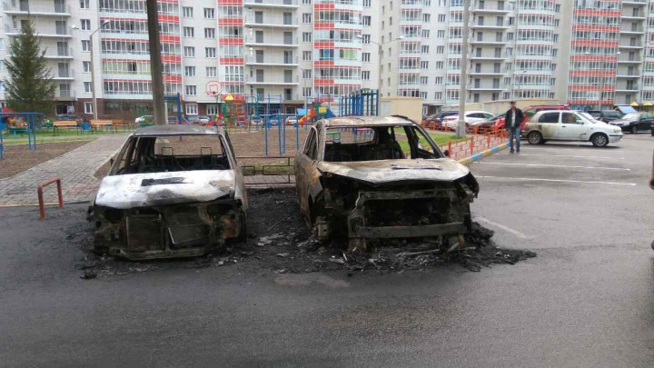 Ночью на парковке в «Белых росах» прогремели взрывы