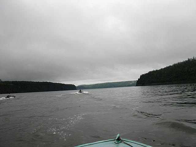 Спасатели обследовали уже 3 тыс. кв. м озера, но погибших рыбаков пока не нашли