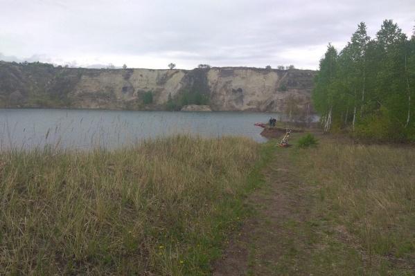 Поисковая операция проходит в карьере возле посёлка Бажово