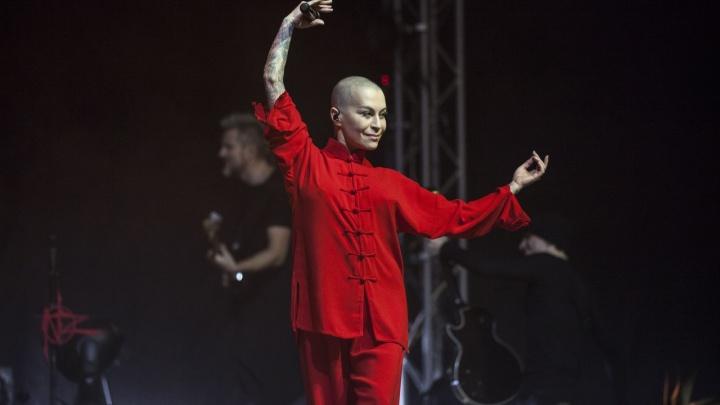 Адвокат Наргиз рассказал об отмене концерта певицы в Ростове