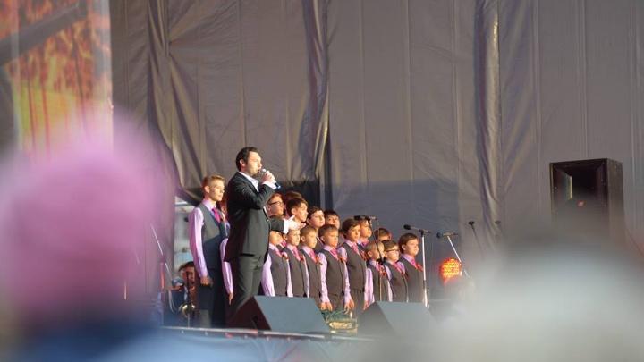«Опять будут петь полуголые»: екатеринбурженка предложила одеть детей в куртки на концерте 9 Мая