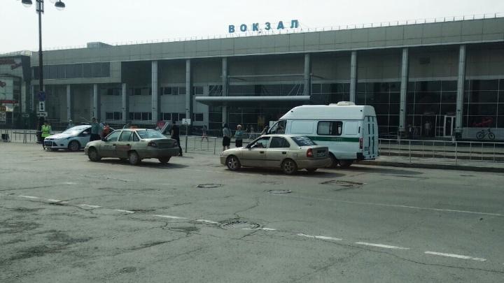 Один— без водительских прав, другой— в федеральном розыске: итоги проверки таксистов в Тюмени