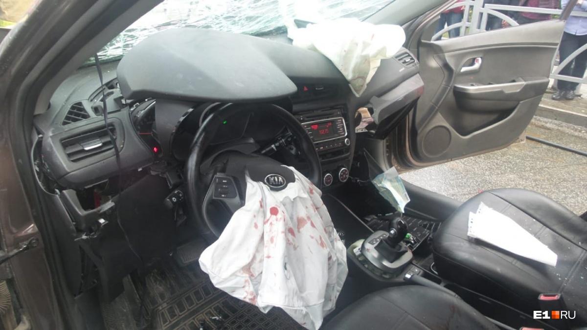 Эта машина протаранила два других автомобиля
