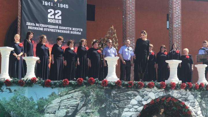 В Новосибирском крематории студенты и школьники прочитали стихи о войне — лучших наградили дипломами