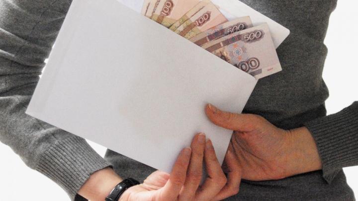 Зарплаты новосибирских бюджетников резко упали
