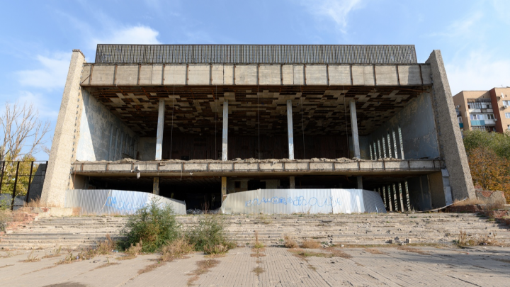 Исключить из памятников и снести: жизнь и гибель волгоградского кинотеатра «Юбилейный»