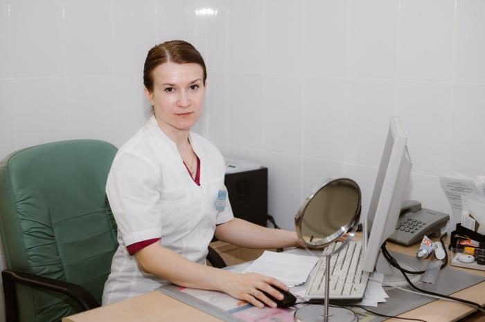 Пластический хирург Александра Морозова говорит, что за 12-часовую операцию можно полностью изменить лицо человека