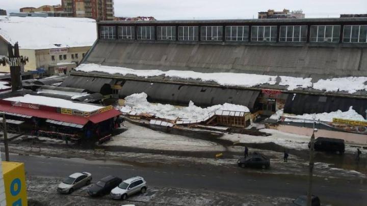 На Центральном рынке Архангельска из-за снега обрушились торговые ряды