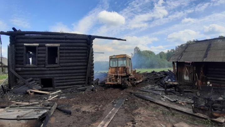 Увидел дым и побежал спасать: в Прикамье мужчина вытащил соседа из горящего дома