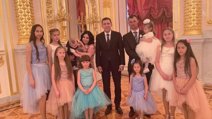 Владимир Путин наградил орденом «Родительская слава» свердловчан, у которых девять детей