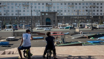 Стаканы с икрой, домработницы-шпионы, соседи из кино и учебников. 74.ru побывал в доме на площади