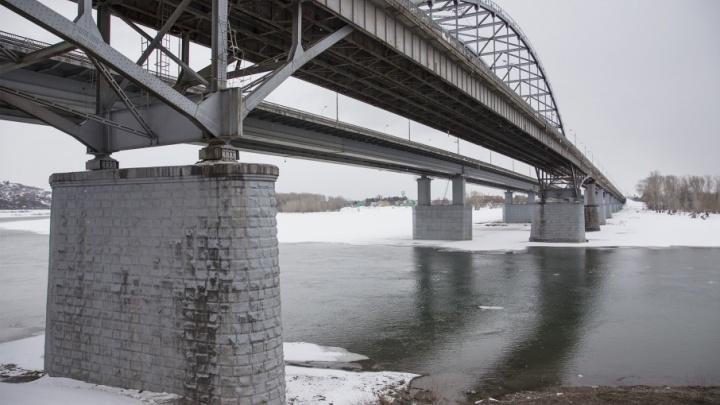 Чиновники утилизируют суда, затопленные на реке Белая в Уфе