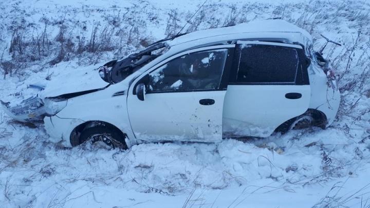В Курганской области на трассах за сутки опрокинулись три машины