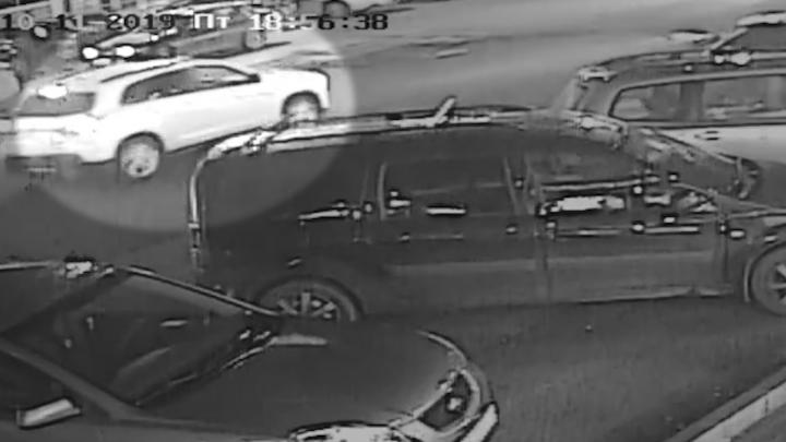 Семье пешехода, сбитого внедорожником на переходе в Челябинске, удалось найти новую запись после ДТП