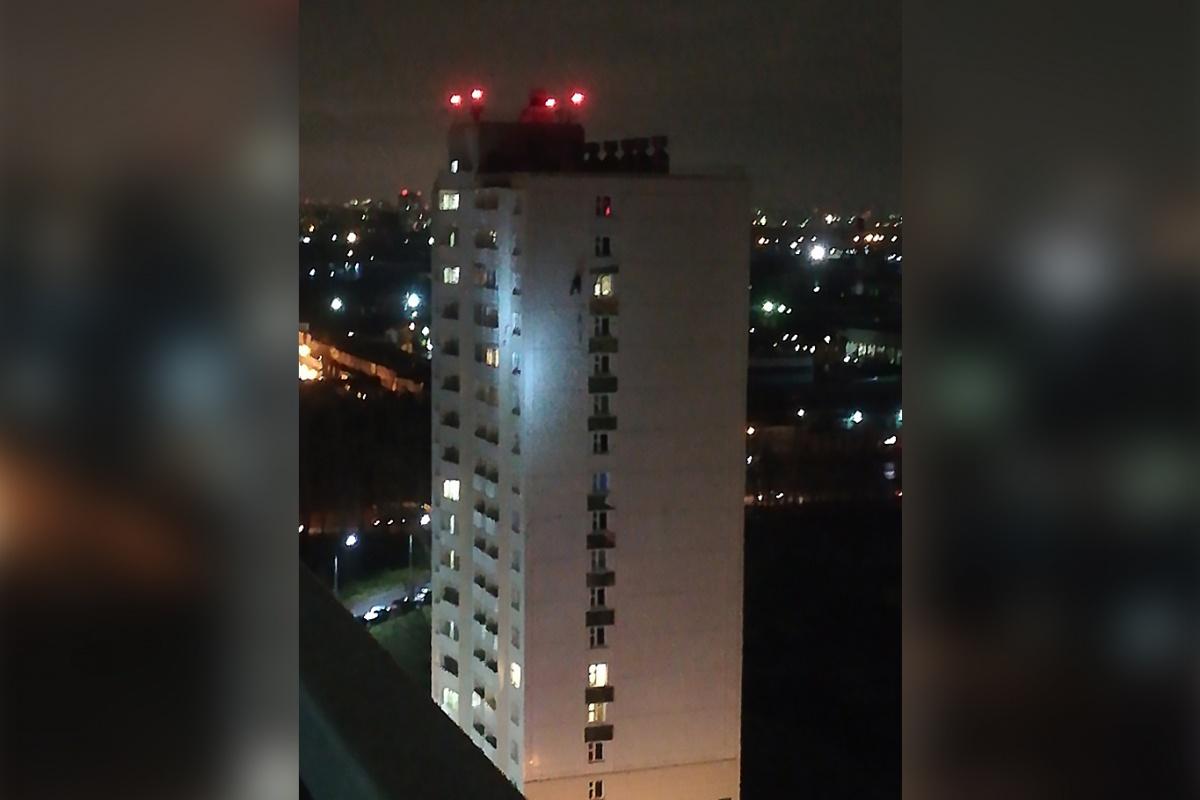 По информации полиции, мужчина сам объяснил, почему провёл вечер на высоте