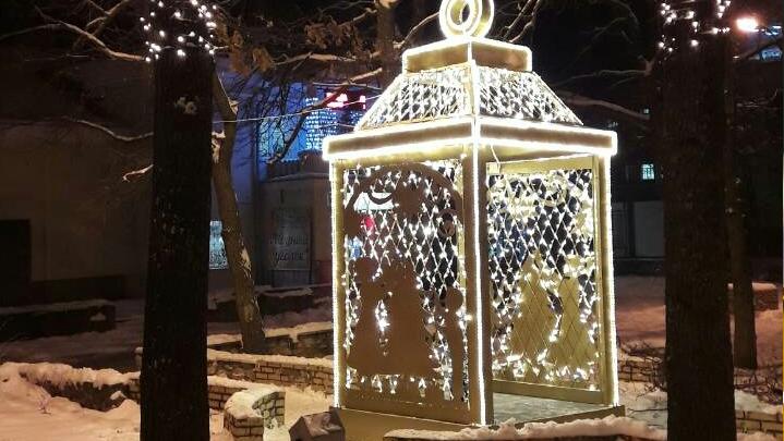 У ЗАГСа в Красноглинском районе засветился четырехметровый фонарик