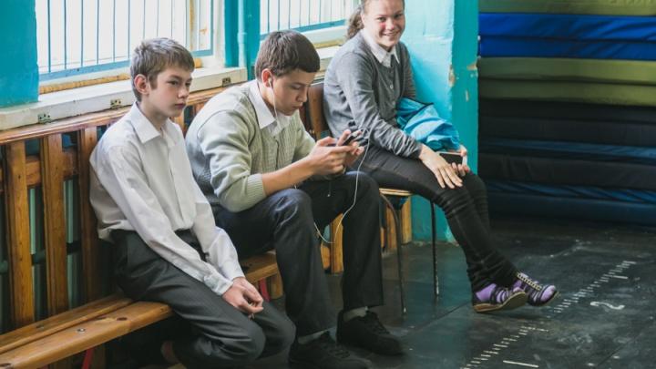 «Заберу ребенка из школы за 200 рублей»: резко выросло число предложений по сопровождению детей