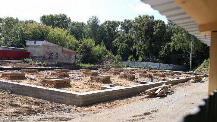 Горела дважды, потом снесли: на месте школы Терешковой началась стройка