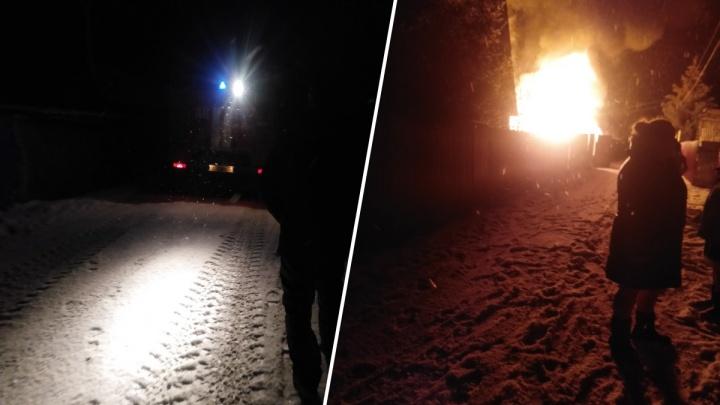 Ночью в пригороде Тюмени сгорел частный дом. Один человек погиб