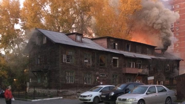На «Телецентре» вспыхнул двухэтажный дом