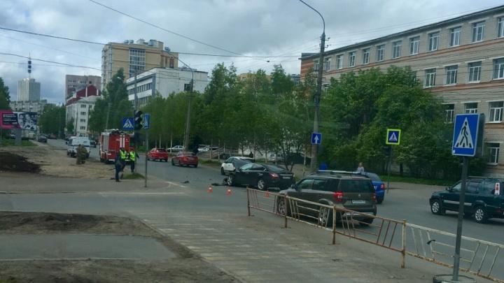 В центре Архангельска два водителя не поделили дорогу