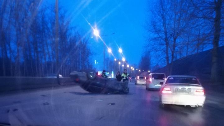 Перевернувшаяся машина собрала пробку на Большевистской