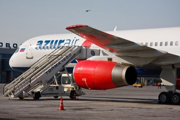 На фото — самолёт авиакомпанииAZUR air в Толмачёво