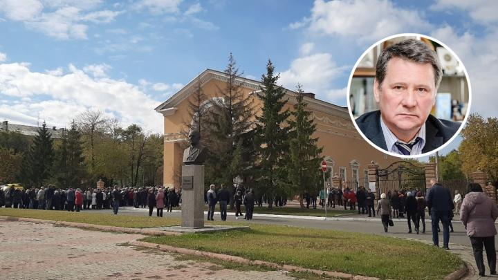 «Выстроилась очередь»: в Новокуйбышевске простились с экс-мэром Владимиром Фоминым