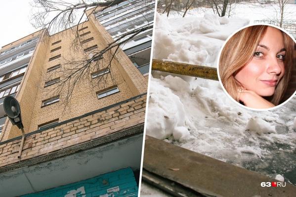 Тело женщины лежало на козырьке дома, где ее видели в последний раз