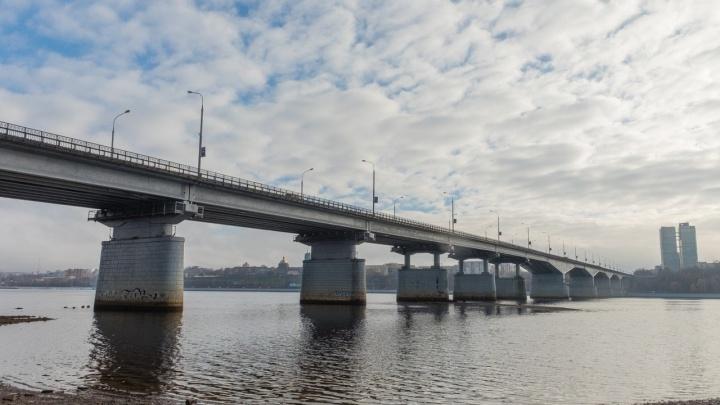В Перми на Красавинском и Коммунальном мостах не работало освещение для судов