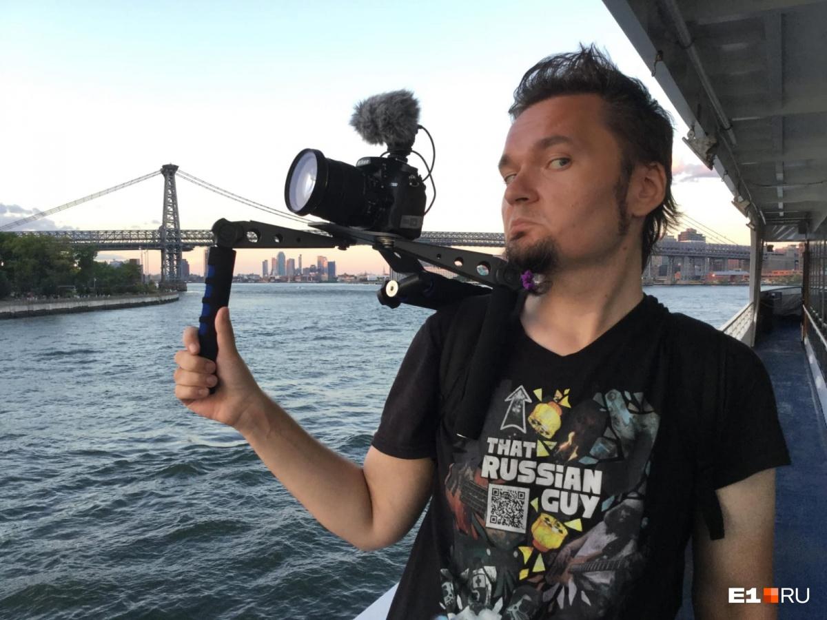 Алексей снимает фестиваль, который проходил на корабле. На фото: пролив Ист-Ривер
