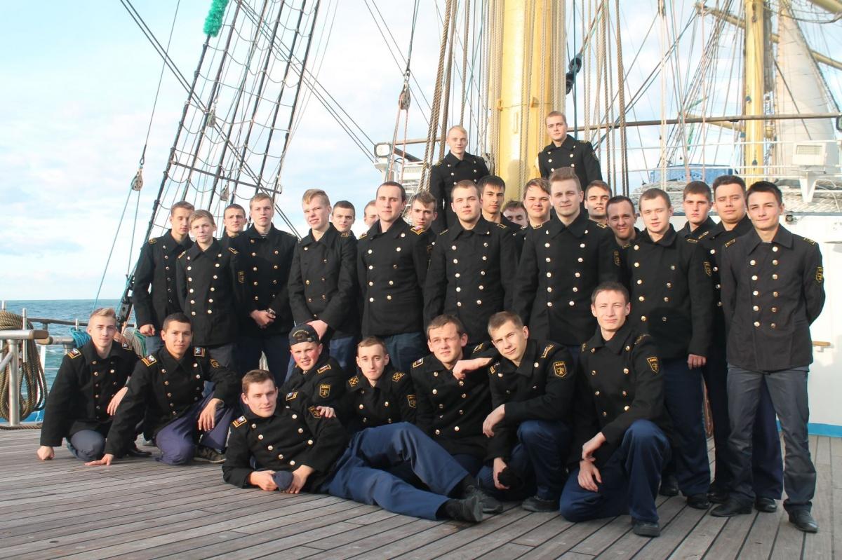 Курсанты Арктического морского института имени капитана Воронина на паруснике «Мир»