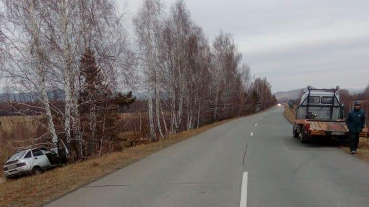 В Башкирии «Лада» слетела с дороги: водитель — в больнице, пассажир — насмерть