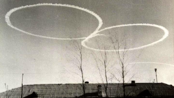 История одного фото: новосибирец полвека назад сфотографировал романтичный самолёт над городом