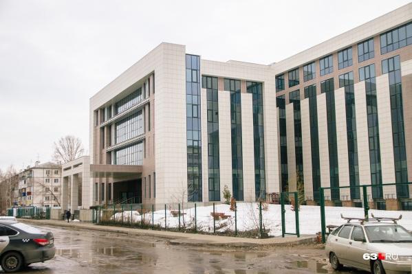 Почти готовое здание простаивает