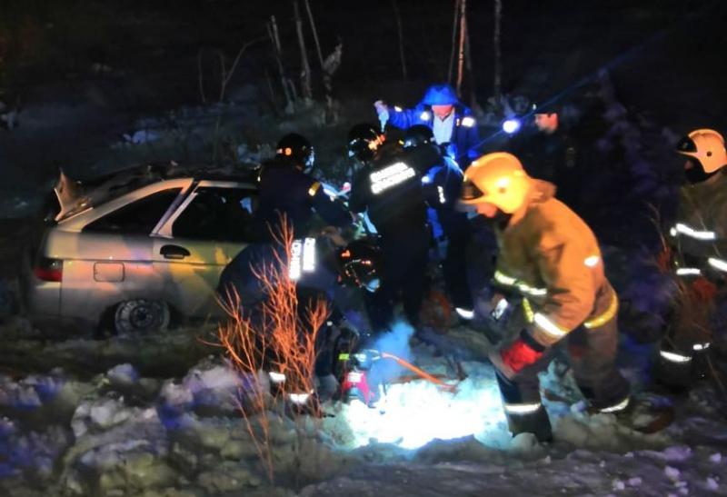 Участников аварии пришлось извлекать из разбитой машины с помощью спецсредств