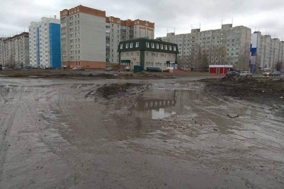 Сейчас родители с детьми вынуждены ходить в детский сад по грязи
