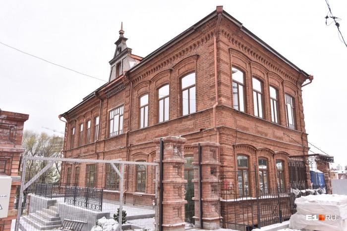 Переделка памятника культуры в частный дом началась больше года назад