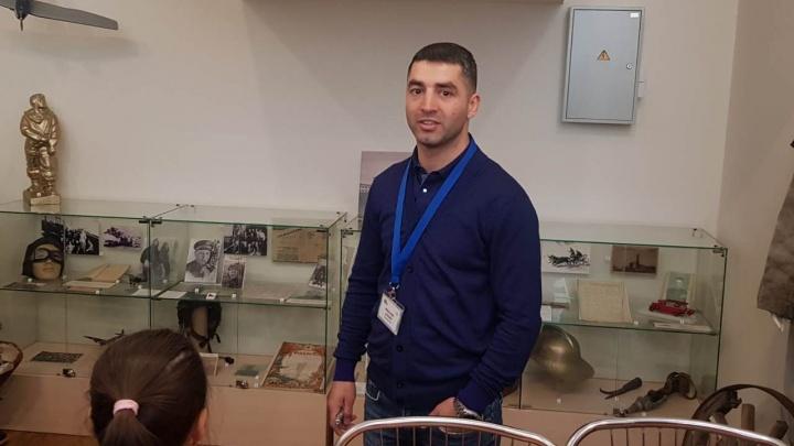 Боксёр-звезда Михаил Алоян провёл экскурсию в музее