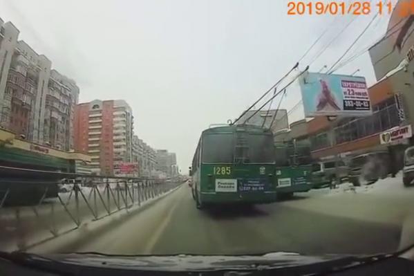 Водителю-гонщику сделали выговор — он обогнал другой троллейбус и устроил пробку на улице Гоголя
