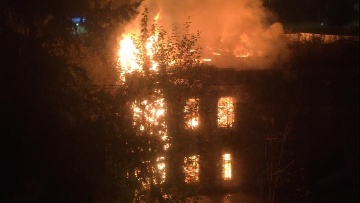 Старинный дом на Ленина сгорел ночью