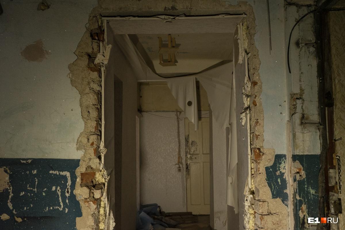 Дом, в котором живёт Гульфия, находится в ужасном состоянии