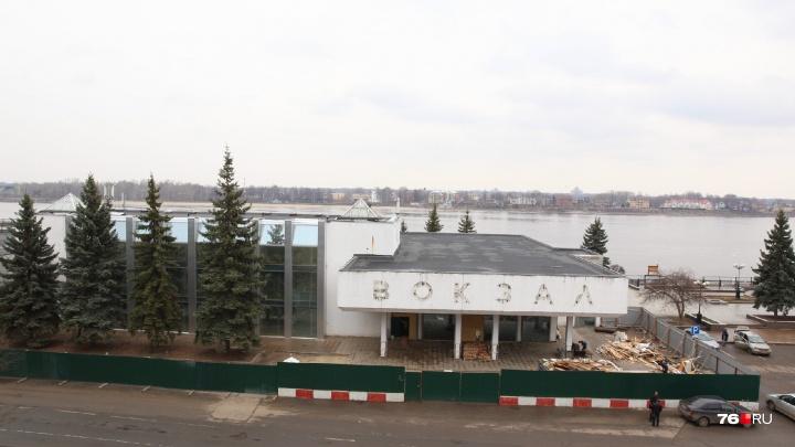 """«Вторая """"Чайка"""" в центре Ярославля»: собственник речного вокзала готов законсервировать здание"""