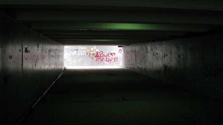 «Пандус украли»: волгоградские колясочники не могут пересечь подземку на Третьей Продольной