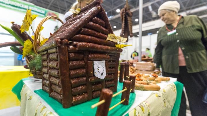 Дом из колбасы, торт-часовня и шоколадное пиво: какую еще необычную еду привезли в Экспоцентр