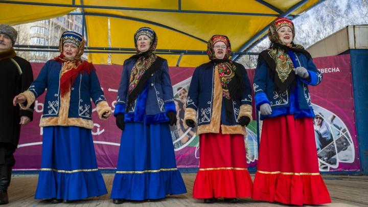 С мэром и шашлыками: Новосибирск отмечает «Крымскую весну»