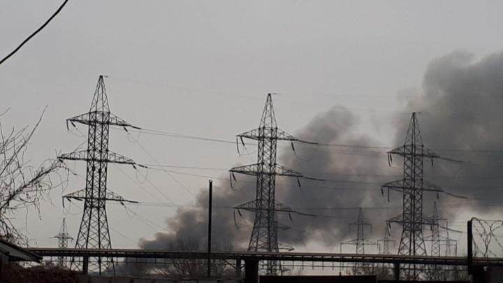 «Всё в дыму, и жутко пахнет»: Челябинск накрыл смог из-за пожара на городской свалке