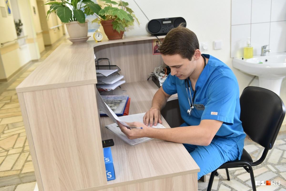 Андрей, как и Надежда, ведёт около 20 пациентов