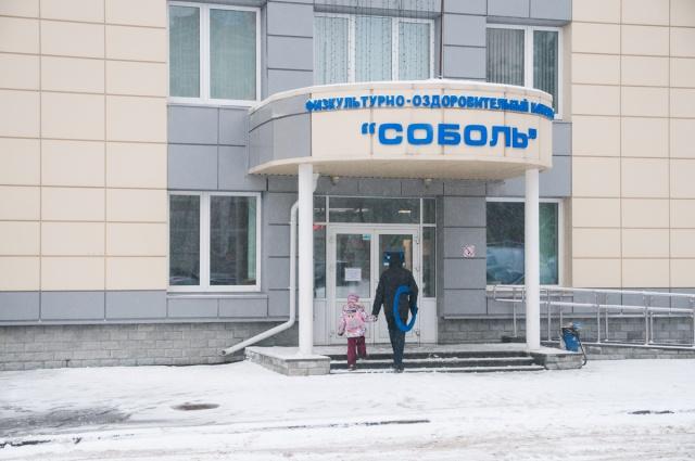Рядом с будущим домом — спортивный центр «Соболь», куда можно отдать детей в спортивные секции. Например, на художественную гимнастику или боевые искусства