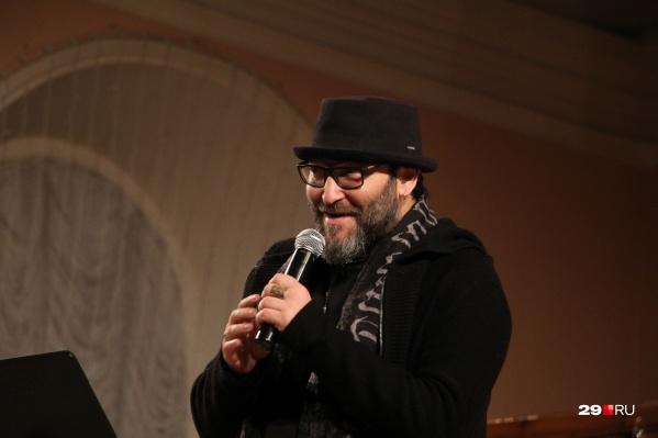В самом начале вечера Михаил Козырев признался, что впервые выступает в церкви, и этот вечер ему запомнится надолго